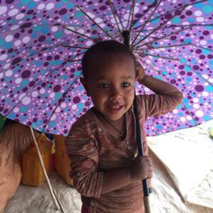 bimba con parasole